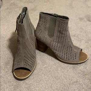 New Toms boots